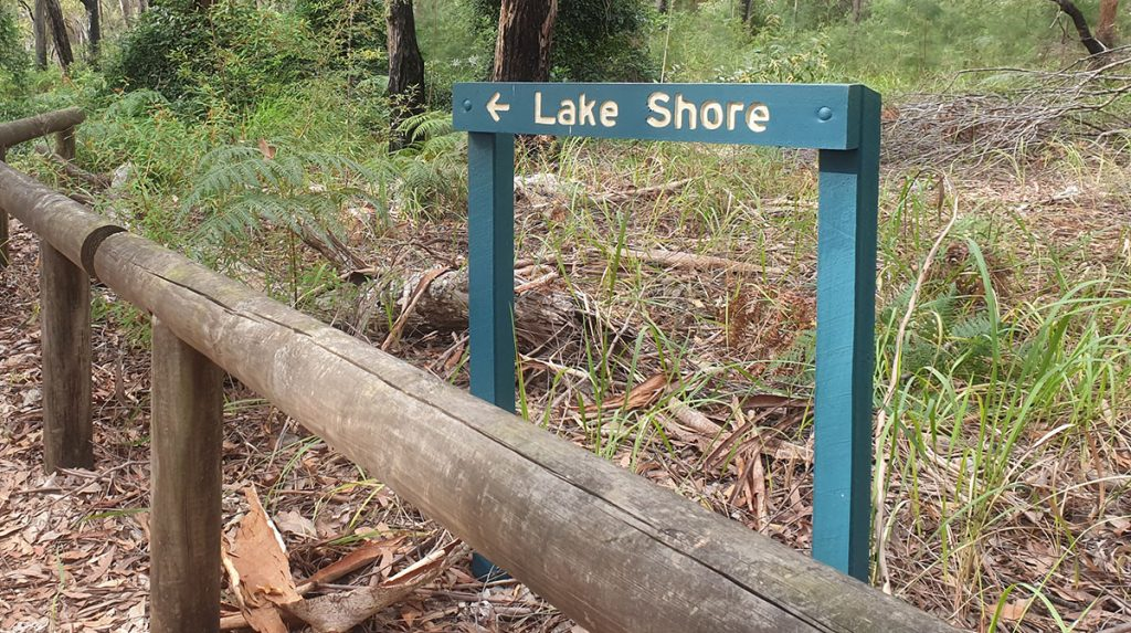 How to get to the lake shore at Lake Boomanjin